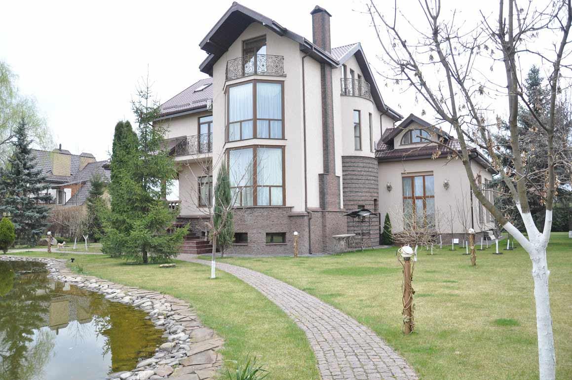 Резиденция в Золоче 760 кв.м.